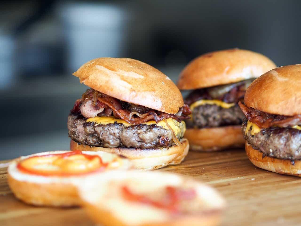 Cuisinez un bon burger aux haricots noirs, maïs et à la patate douce